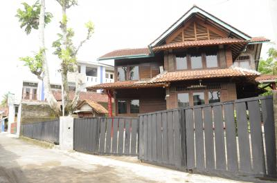 Villa 5 Kamar